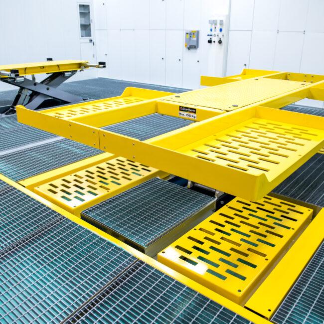 Hydraulische Scherenhebebühne speziell für Reparatur- und Lackierarbeiten entwickelt. Maximale Funktionalität und maximale Sicherheit.