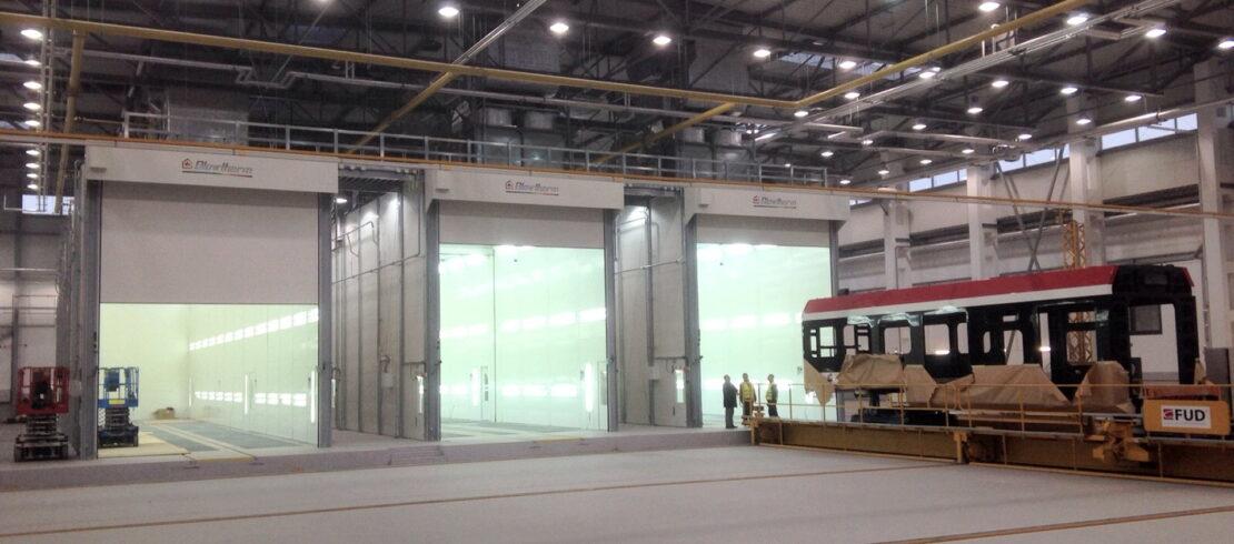Impianto di verniciatura per treni composto da tre cabine Space di grandi dimensioni