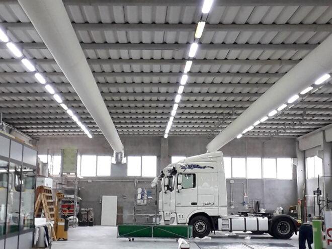 Generatore di aria calda con distribuzione canali tessili per ambienti di grande volumetria