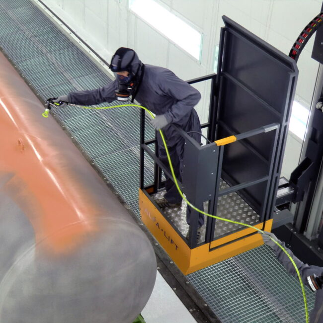 Utilizzo Paint lift in cabina verniciatura industriale