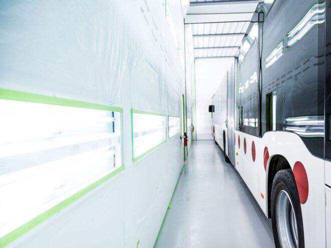 Sistema di illuminazione LED per cabina di verniciatura industriale